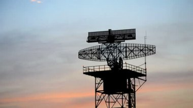 Silhouette radar communication tower plane — Stock video