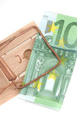 Old mouse trap with a 100 Euro banknote — Stock Photo