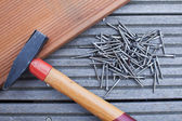 Hammer and screws on Floorboards — Stock Photo