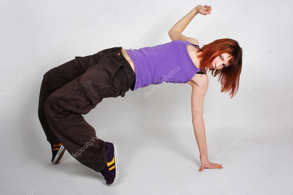 junge rothaarige m dchen im hip hop kleidung in tanz. Black Bedroom Furniture Sets. Home Design Ideas