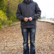 Young man with beard standing on path in autumn park, full body — Stock Photo