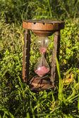 Vieille montre de sable en bois — Photo