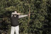 лучник с антикварной лук направленный — Стоковое фото