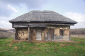 Abandoned house in state of disrepair — Stock Photo