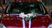 Röd bröllop bil — Stockfoto