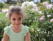 Beautiful girl and flowers — Stock Photo