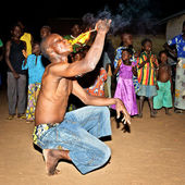 A man from Togo eats fire — Stock Photo