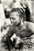Alte dame aus togo mit geschlossenen augen — Stockfoto