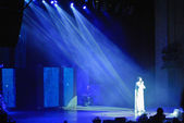 Filipp Kirkorov, Russian pop singer, performs his famous song in the light — Foto de Stock
