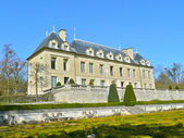 Beautiful building in Auvers-sur-Oise, France — Stock Photo