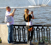 Young couple make photos together — Stock Photo
