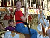 Bambini felici sulla giostra francese — Foto Stock
