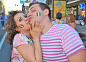 Happy couple in Kiev during EURO 2012 — Foto Stock