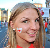 Happy girl, fan of English football team — Stock Photo