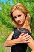 Młody model seksualne w zielonych — Zdjęcie stockowe