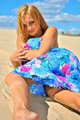 сексуальные позы сексуальная красивая блондинка девушка — Стоковое фото