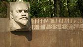 Monument to Vladimir Lenin — Stock Photo
