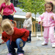 Children playing in the city — Stockfoto