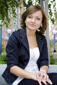 Beautiful Ukrainian girl poses and sits on the murmur bench — Stock Photo