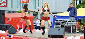 Two sexy girls dance during the city holiday and promotion of new brand — Stock Photo