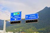 Señales de tráfico en lugano, suiza — Foto de Stock