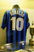 Słynny inter koszulek ronaldo, numer 10, w muzeum interu mediolan — Zdjęcie stockowe