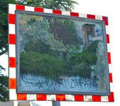 Mirror with trees — Stock Photo