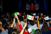 """Que viva Mexico"" show and vawe the national flags — Stock Photo"