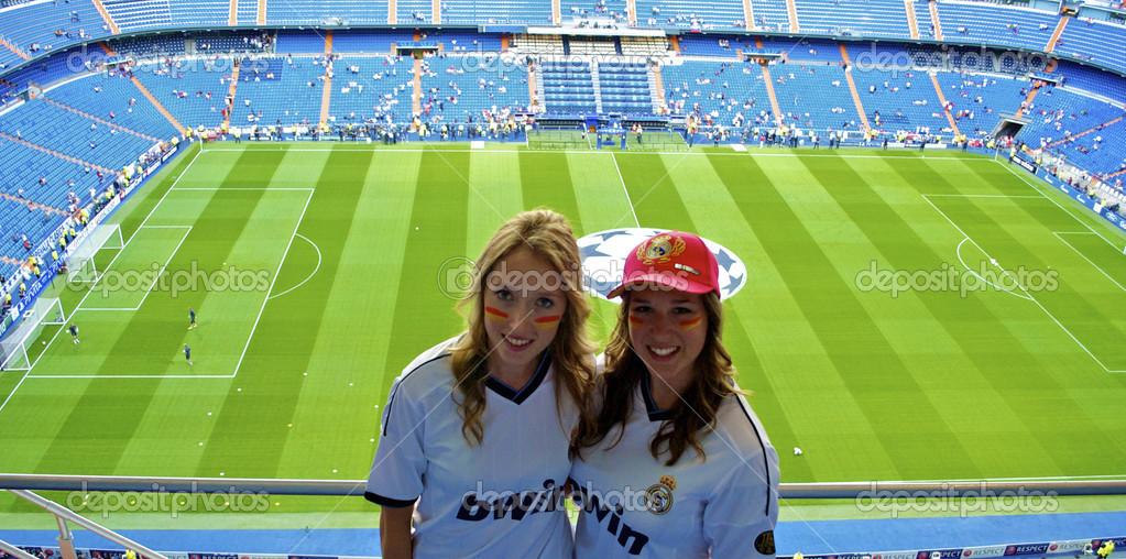 dos chicas apoyo real madrid � Foto editorial de stock ...