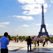 Walk on Trocadero near Eiffel Tower — Foto de stock #13236132