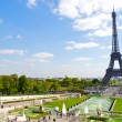 Trocadero fountain and the Eiffel Tower — Stock Photo #13236280