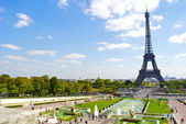 Trocadero fountain and the Eiffel Tower — Stock Photo