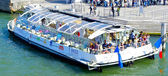 Cruise boat over the Seine — Stock Photo