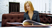 Business girl reads very huge menu — Stockfoto