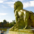 Lion statue wathes the Retiro park, Madrid — Stock Photo