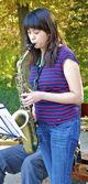 Chica asiática toca saxo — Foto de Stock