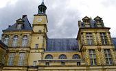 Beautiful Medieval landmark - royal hunting castle Fontainbleau. — Stock Photo
