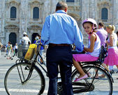 Girl on a bike and her father helps her — Stock Photo