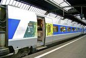 Tren de alta velocidad de la sncf, la compañía ferroviaria de francr — Foto de Stock