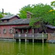 Old house on the lake — Foto de Stock