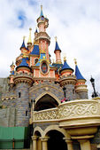 Bridge to the Sleeping beauty palace in the Disneyland of Paris — Stock Photo
