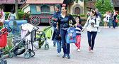 Walk in the Disneyland — Stock Photo