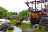 Rope bridge and the pirate ship — Stock Photo