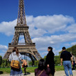 Tourist take photos in front of the Eiffel tower — Stock Photo
