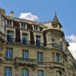Authentic building in Paris — Stok fotoğraf