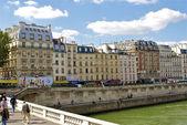 Bâtiments de rivière de seine et de paris — Photo