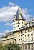 Wieża budynku w paryżu — Zdjęcie stockowe