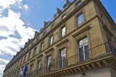 Budynek w paryżu — Zdjęcie stockowe