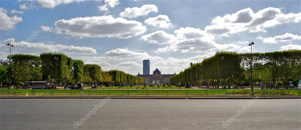 Garden in Paris, close to the Eiffel tower  Stock Photo #13541033