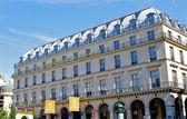 Bâtiment à proximité de la lovre, paris, france — Photo